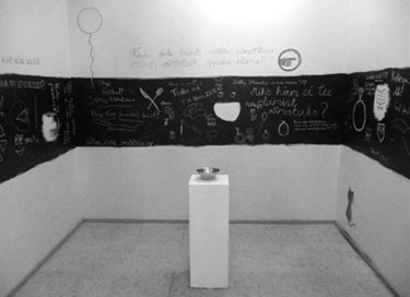 """""""How to raise viewers self-confidence?"""". Interactive exhibition project in Sally Stuudio. Photo: Tanel Rannala"""