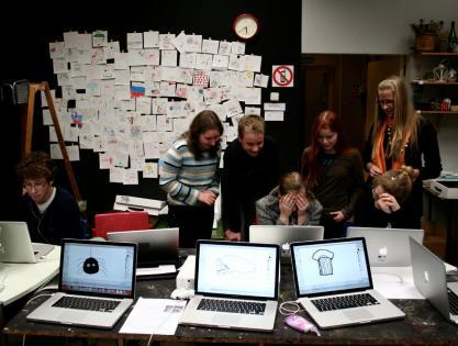 Sally Stuudio students using ICT in art class. Photo: Tanel Rannala