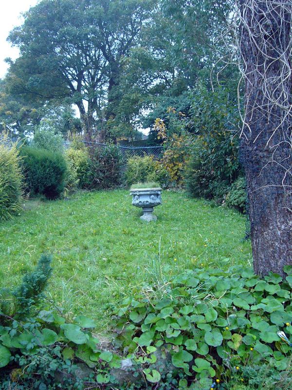 The urn in the secret garden